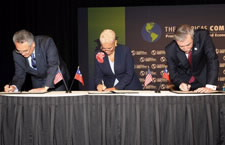 Gutierrez, Atlanta Mayor Shirley Franklin, and Chilean Minister of Economy, Development & Reconstruction Hugo Lavados Sign Agreement to Hand over the 2009 ACF to Chile. Click here for larger image.